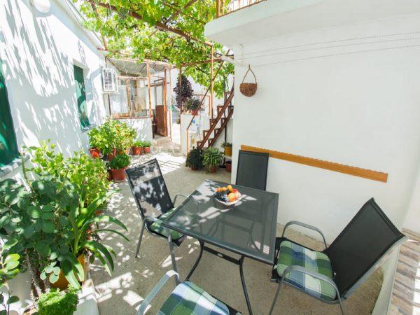 Old-Bridge-Terrace-Apartment-6