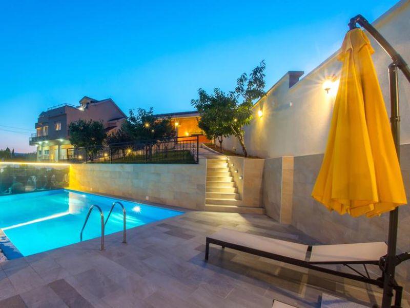 vila-filipovic-mostar-gnojnice-rooms-2vila-filipovic-mostar-gnojnice-pool-1