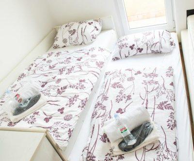Mostar Apartman Orca - Konforman stan sa blakonom u blizini Mepass Mall - Soba sa krevetima za jednu osobu -dvokrevetna ili trokrevetna