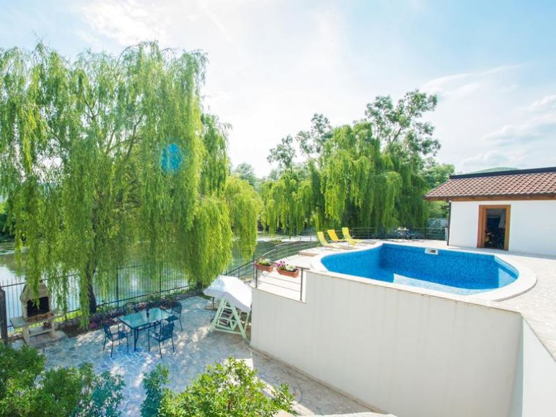 vila-verde-blagaj-mostar-garden -open-pool-river-buna -3
