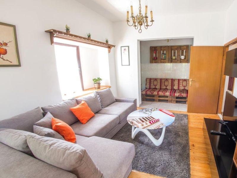 Charming Cottage with Private River -kuca-rijeka-buna-mostar-10