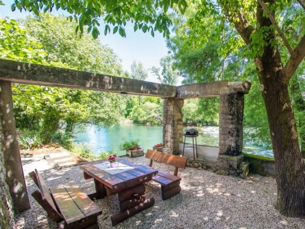 Charming Cottage with Private River -kuca-rijeka-buna-mostar-9
