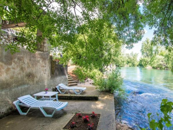 Charming Cottage with Private River -kuca-rijeka-buna-mostar-7
