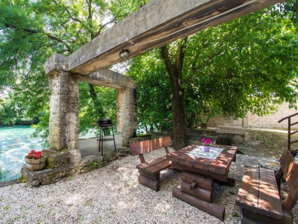Charming Cottage with Private River -kuca-rijeka-buna-mostar-3