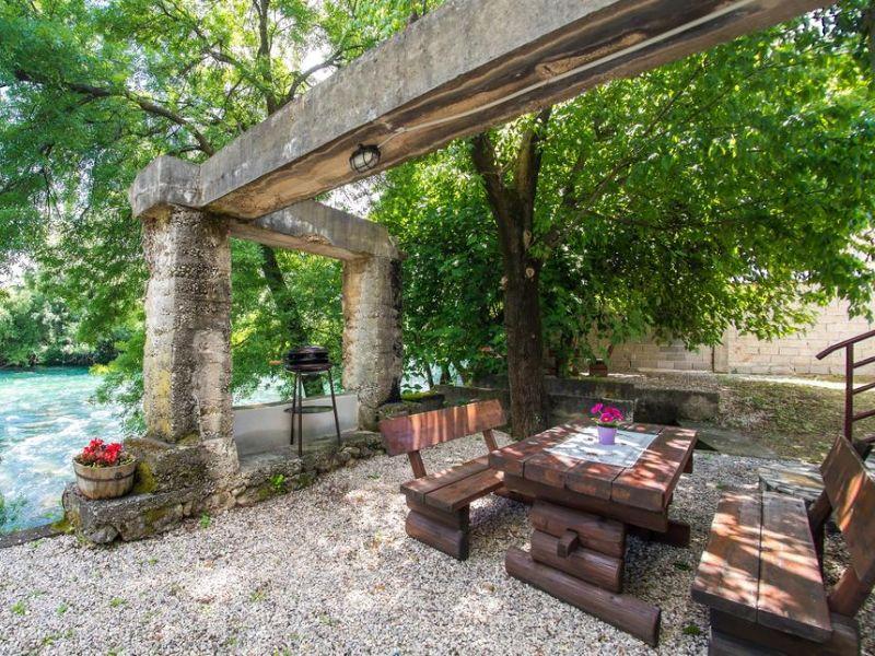 Charming Cottage with Private River -kuca-rijeka-buna-mostar-3