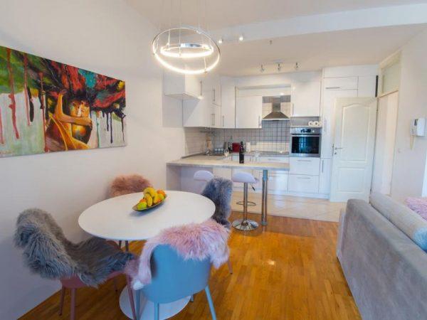 Apartmani Mostar - Apartman Infinity - Dvosoban stan u neposrednoj blizini Starog Grada - Dnevni boravk sa prostorom za objed 2