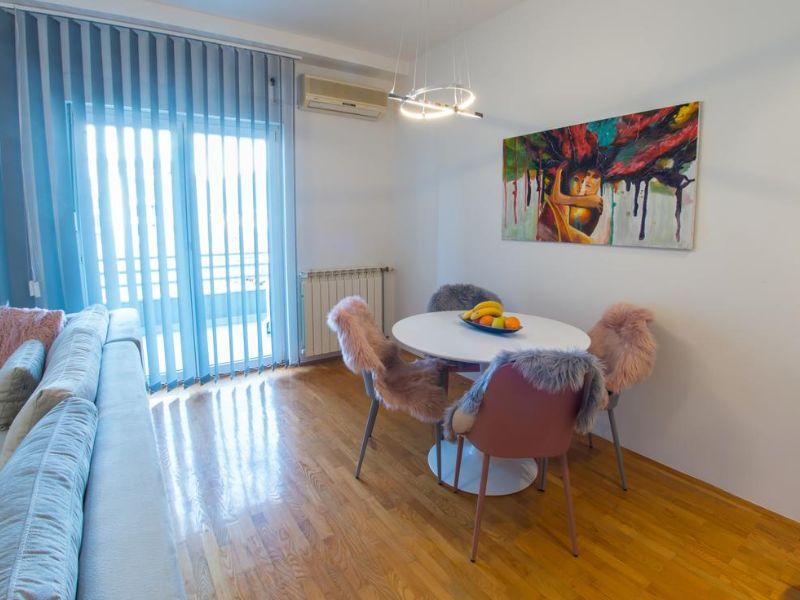 Apartmani Mostar - Apartman Infinity - Dvosoban stan u neposrednoj blizini Starog Grada - Dnevni boravk sa prostorom za objed