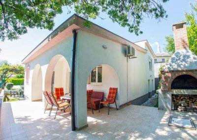 Vila Idila Buna Mostar Vila sa otvorenim bayenom i privatnom plažom vanjski stol i stolice