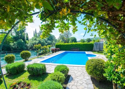 Vila Idila Buna Mostar Vila sa otvorenim bayenom i privatnom plažom Pogled na vrt
