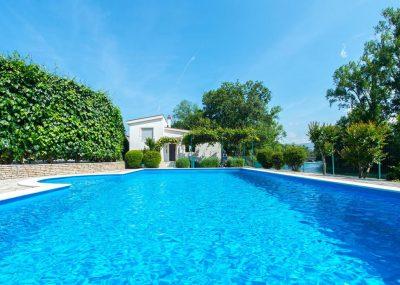 Vila Idila Buna Mostar Vila sa otvorenim bayenom i privatnom plažom Pogleda sa bazena